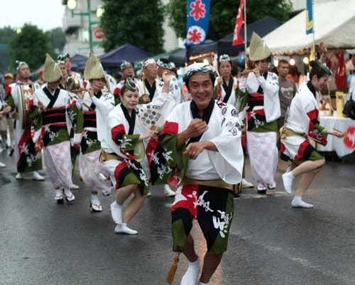 Lễ hội Obon mang ý nghĩa sâu sắc.