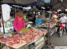 Giá thịt lợn, gà tiếp tục giảm sâu