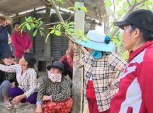 Dân phản ứng vì thôn cấp thiếu gạo hỗ trợ bão lụt