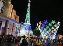 Sài Gòn rực rỡ trong biển người đêm Giáng sinh