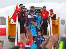 """TGĐ Vietjet Air xin lỗi """"sự cố"""" người mẫu hở hang trên máy bay đón U23 Việt Nam"""